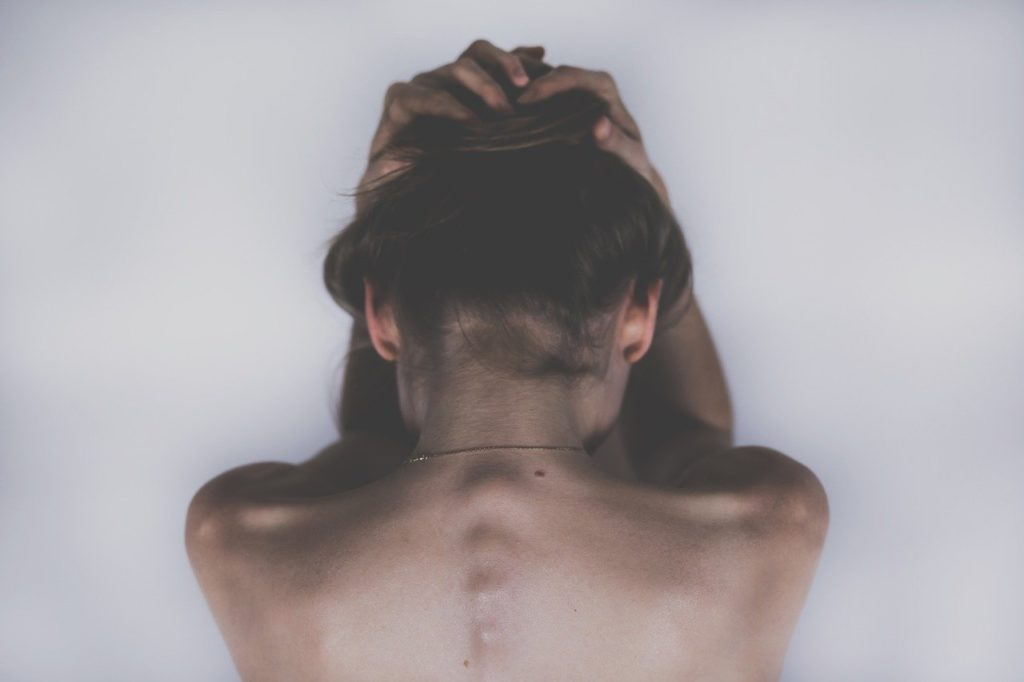 femme -SED-troubles-douleurs- SED-Ehler Danlos-syndrome-maladie