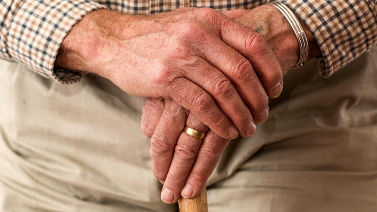 chute chez les seniors - chutes seniors - chute senior - solution chutes seniors - chaussures orthopédiques - chaussures confortables - chaussures sécurisées