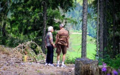 chaussure de marche senior - chaussure de sport - chaussures orthopédiques - douleurs aux pieds - marche active - randonnée senior